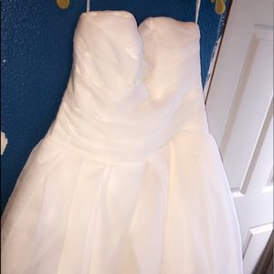 Size 18 Vera wang white edition a line ball gown
